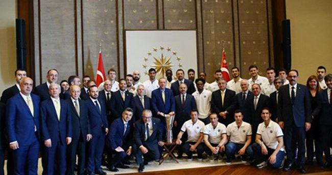 Cumhurbaşkanı Erdoğan Fenerbahçe Basketbol Takımı'nı Kabul Etti
