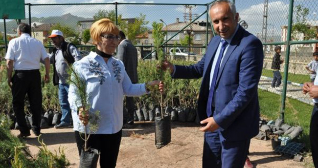 Konya'dan Yüksekova'ya 13 bin fidan gönderildi