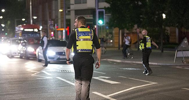 Londra'da bir minibüs kalabalığa daldı : 6 ölü, 20 yaralı