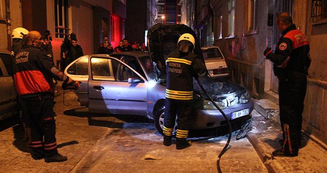 Konya'da park halindeki araç alev aldı