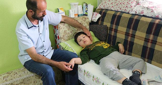 Küçük Mehmet sadece ağlayabiliyor