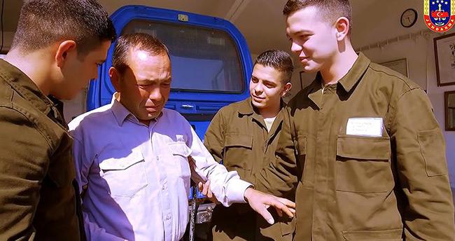 Jandarmadan üçüz askerlere Babalar Günü sürprizi