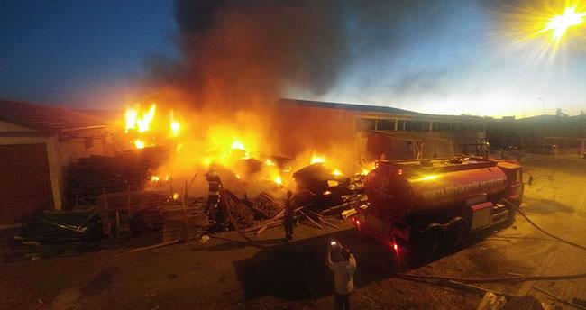 Konya'da kereste deposunda yangın