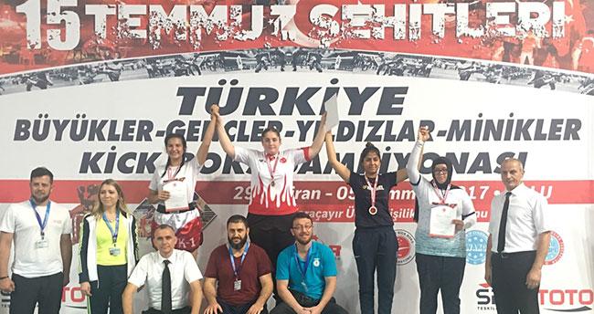 Aybüke Betül Aras, Kick Boks'ta Türkiye şampiyonu