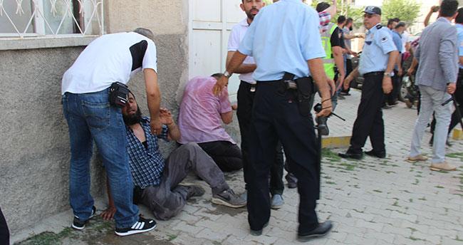 Konya'da arkadaşları vurulan pazarcı esnafı ev bastı: 4 yaralı