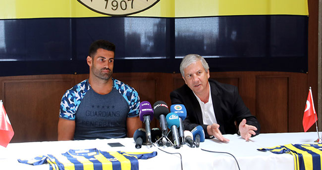 Fenerbahçe, Volkan Demirel İle Sözleşme İmzaladı