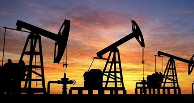 Küresel piyasada petrol fiyatları yüzde 4'ün üzerinde düştü