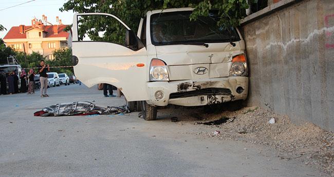 Konya'da kamyonet kaldırımda oturan kadınlara çarptı : 1 ölü, 7 yaralı