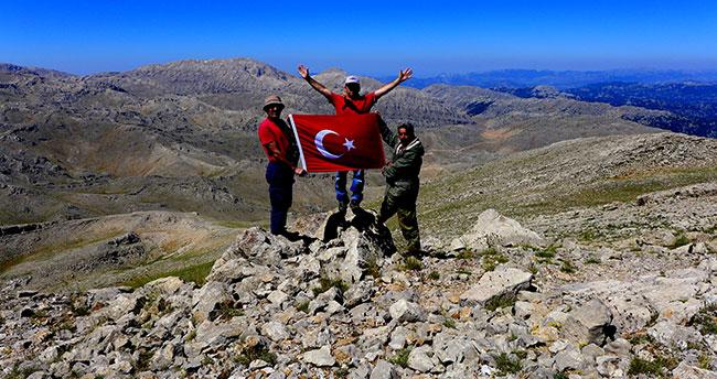 Konya'da dağcılar 2 bin 587 metre rakımlı dağa tırmandı