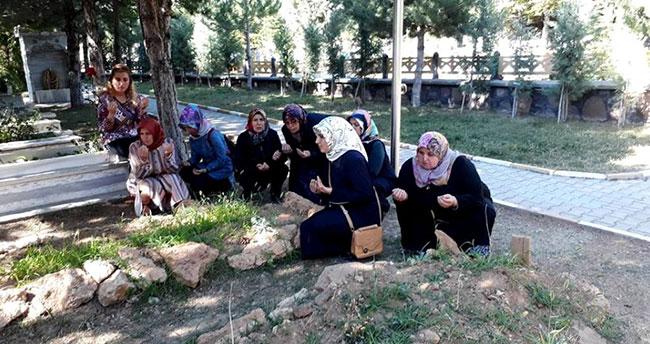 AK Parti'li kadınlar 15 Temmuz şehidini andı