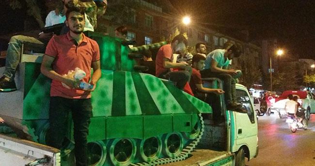 Konyalı gençler suntadan tank yaptılar