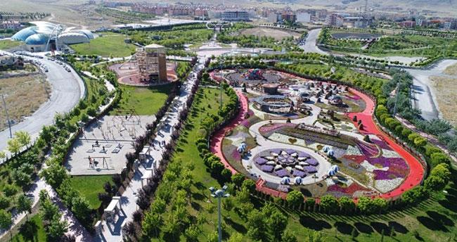 Türkiye'nin en renkli bahçesi Selçuklu'da!