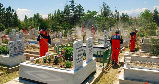Konya'da Mezarlıklara Büyükşehir Eli Değdi