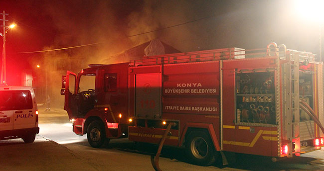 Konya'da duman kokusuna uyanan anne iki çocuğu ile ölümden döndü