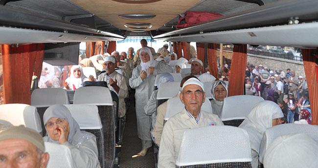 Konya'da hacı adayları kutsal topraklara uğurlandı