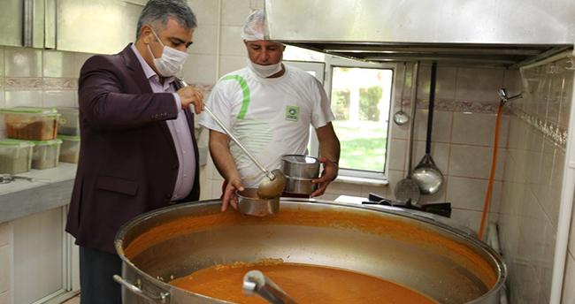 Ereğli'de günde bin 500 vatandaşa sıcak yemek