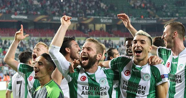 Atiker Konyaspor-Guimares maçında İzmir Marşı