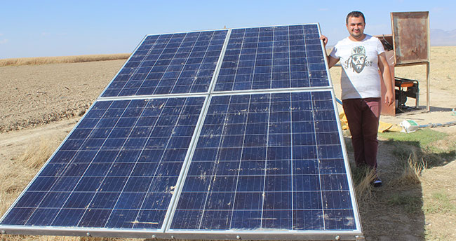 Koyunlarının su ihtiyacı için güneş paneli kurdurdu