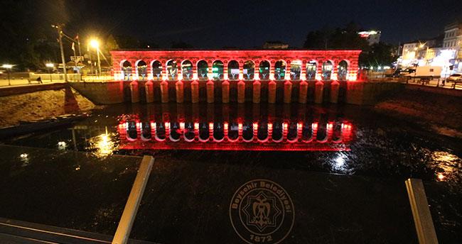 Türk milli takımı ve Konyaspor'a tarihi Taşköprü'den aydınlatmalı destek