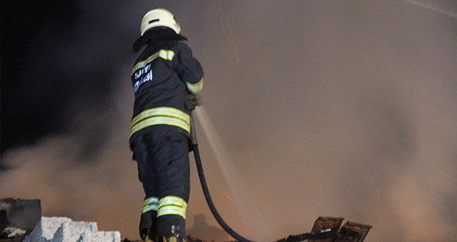 Konya'da metruk binada çıkan yangın 1 saatte kontrol altına alındı