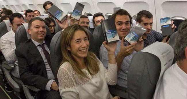 Samsung bir uçuş sırasında tüm yolculara Note 8 hediye etti