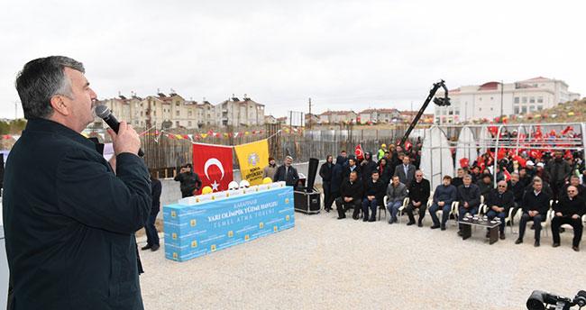 Konya'da kar altında temel atma ve açılış