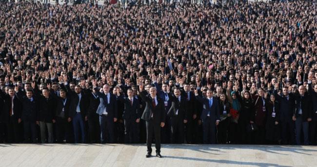 Ülkücüler Alparslan Türkeş'in mezarından Anıtkabir'e yürüdü