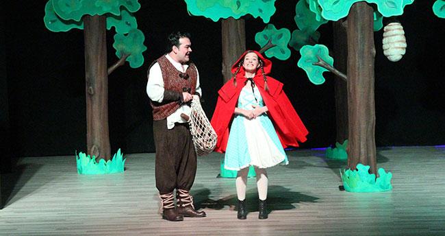 """Beyşehir'de """"Kırmızı Başlıklı Kız"""" sahnelendi"""
