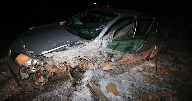 Konya'da kamyonla otomobil çarpıştı