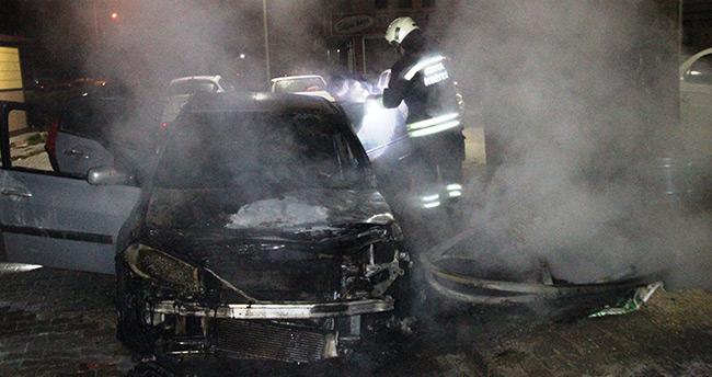 Konya'da konteynerinde çıkan yangın otomobili yaktı