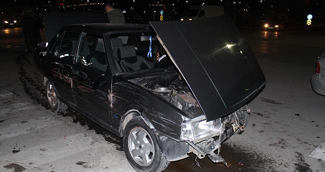 Konya'da polisten kaçan sürücü 1'i polis 4 araca çarptı