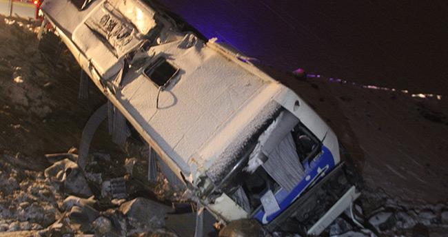 Konya'da yolcu otobüsü şarampole devrildi: 32 yaralı