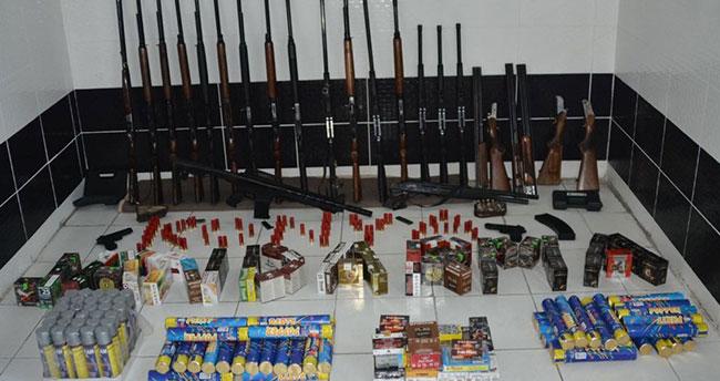 Konya'da minibüste silah satmaya çalışan kişi yakalandı