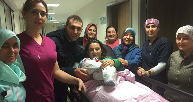 """Konya'da yeni yılın ilk bebeği """"Bekir"""" bebek oldu"""