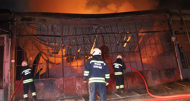 Konya'da marangozhanede çıkan yangın 3 dükkana zarar verdi