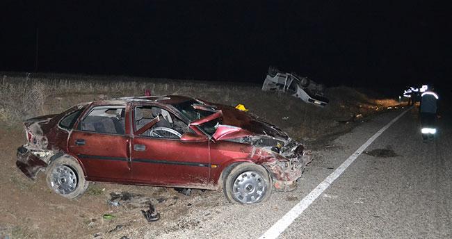 Aksaray'da 2 otomobil çarpıştı: 1 ölü, 1'i ağır 7 yaralı