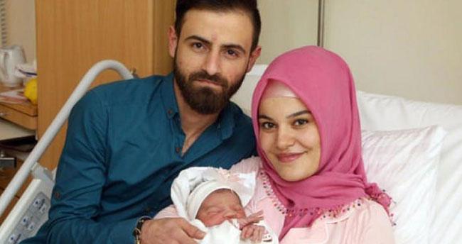 Türk bebek doğar doğmaz ırkçılığın hedefi oldu!