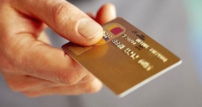 Aidatsız kart çıkarmayan banka yanacak