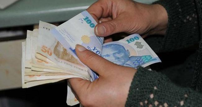 Emekliler zamlı maaş almaya başladı