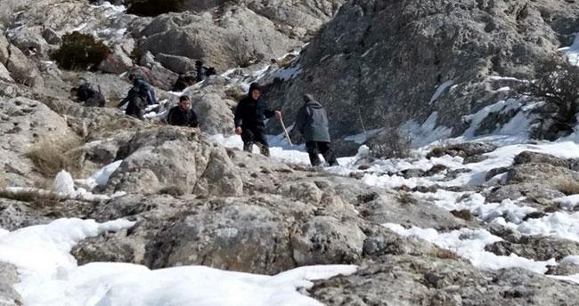 Konya'da dağda mahsur kalan 8 kişi kurtarıldı