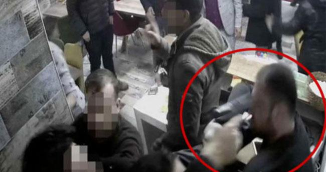 Karaman'da ilgi isteyen polis, garsonu tokatlayıp işyeri sahibinin kafasına silah doğrulttu
