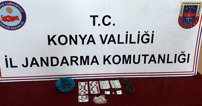 Konya'da bir kişi evinde uyuşturucu haplarla yakalandı