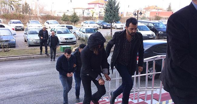 Konya'da polisten kaçan şüpheliler kovalamaca sonucu yakalandı