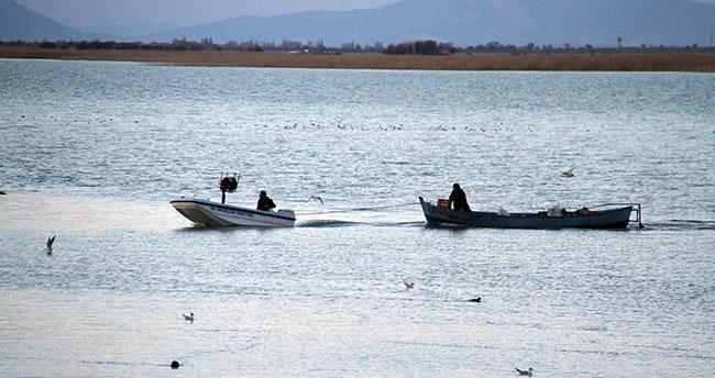Beyşehir Gölü'nde yasa dışı avlanan 101 kişiye 187 bin lira ceza