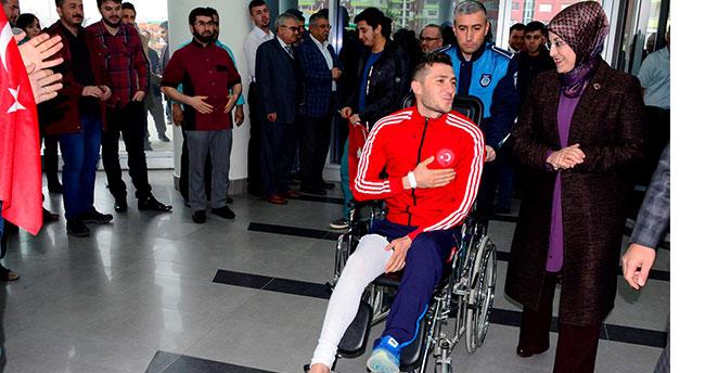 Afrin gazisine Konya'da coşkulu karşılama