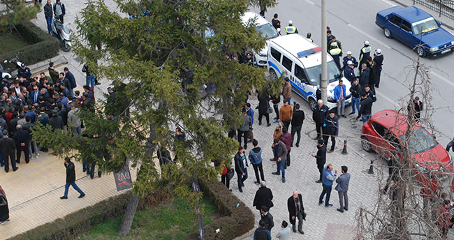 Konya'da Belediye ile esnaf arasında tente krizi