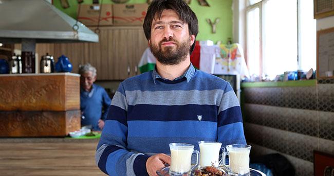 """Bu kahvehanede """"hurmalı süt"""" çaydan çok tüketiliyor"""