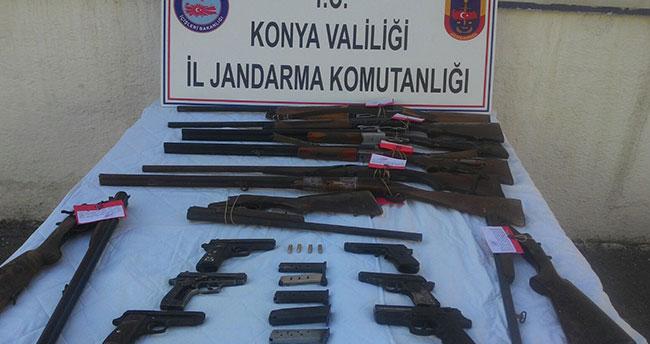 Konya'da Jandarma ev aramasında 9 tüfek, 6 tabanca buldu