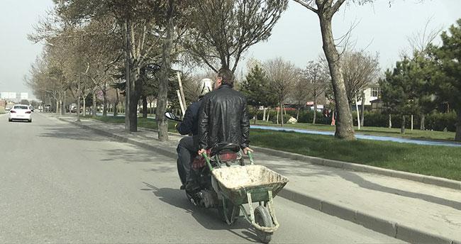 Konya'da motosiklet üzerinde tehlikeli yolculuk