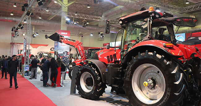 Çiftçiler traktörleri almaktan çok bakıyor